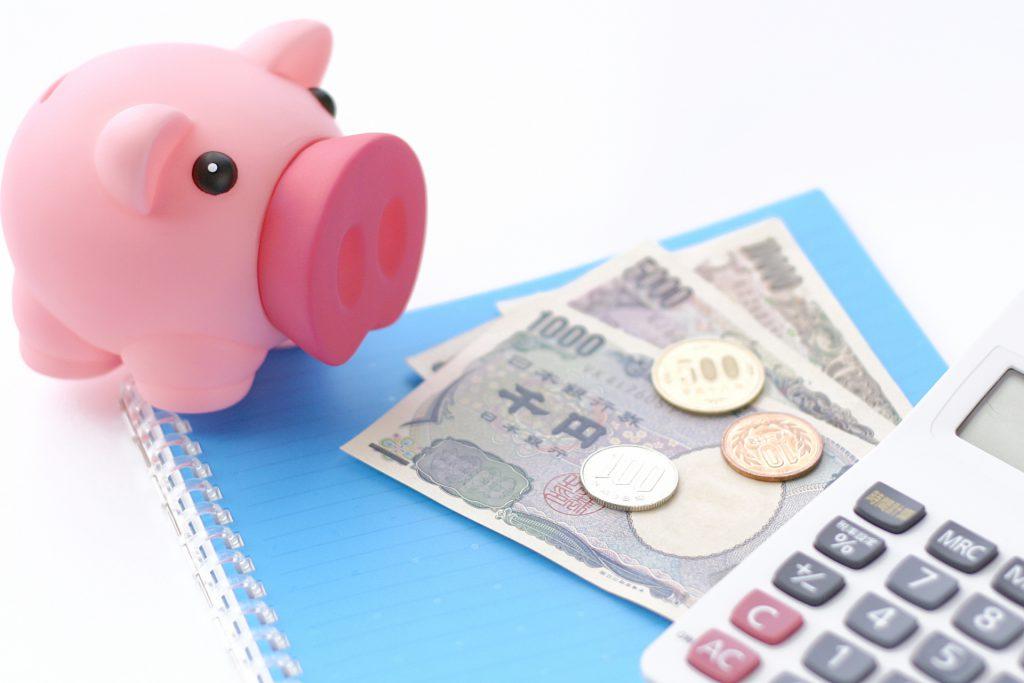 お金とブタ貯金